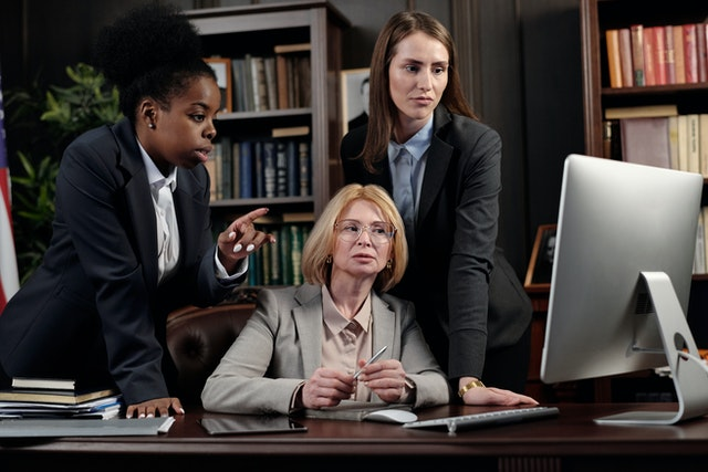 Top 3 Reasons to Become a Paralegal